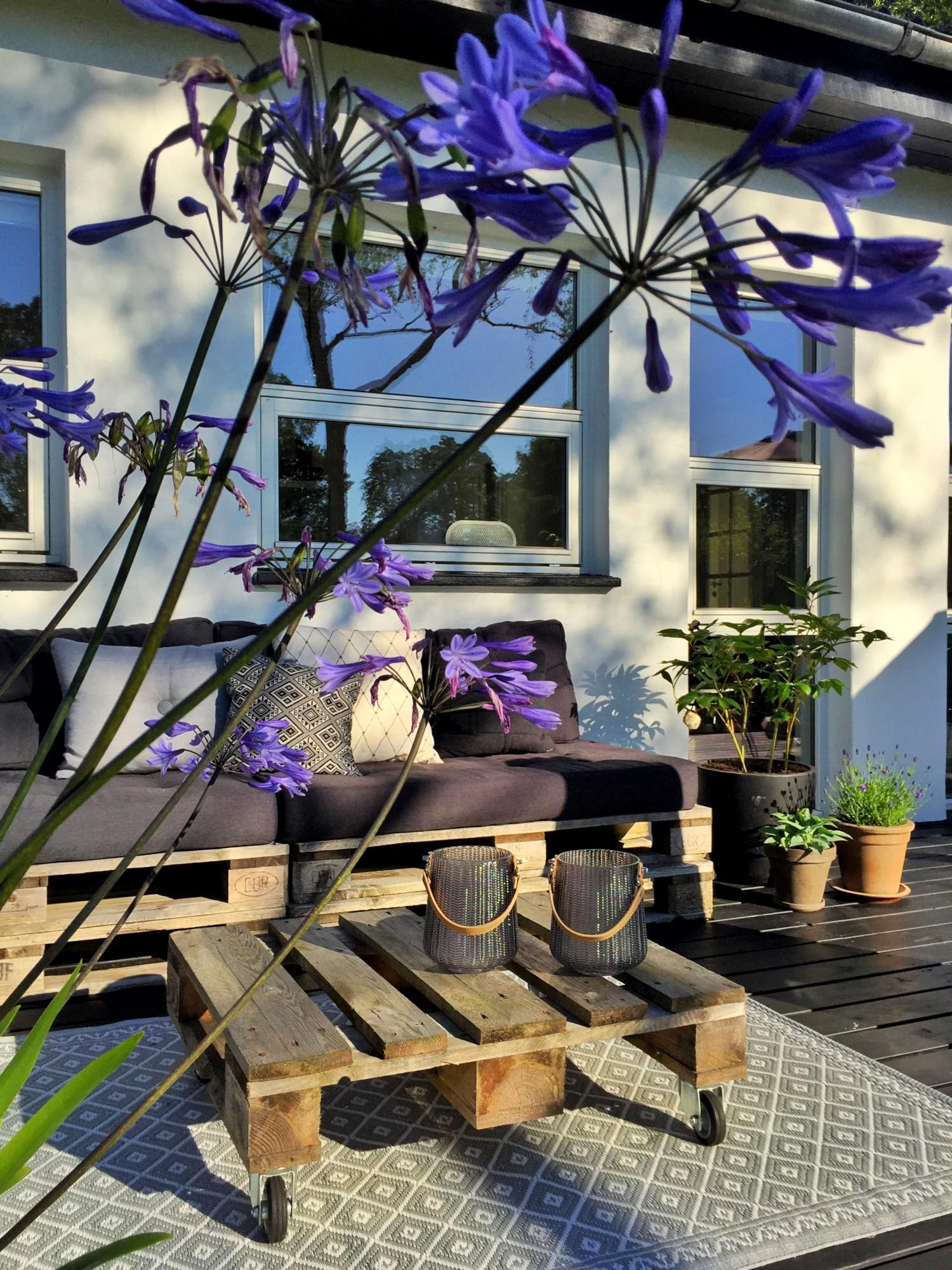 Lounge på den nymalede terrasse