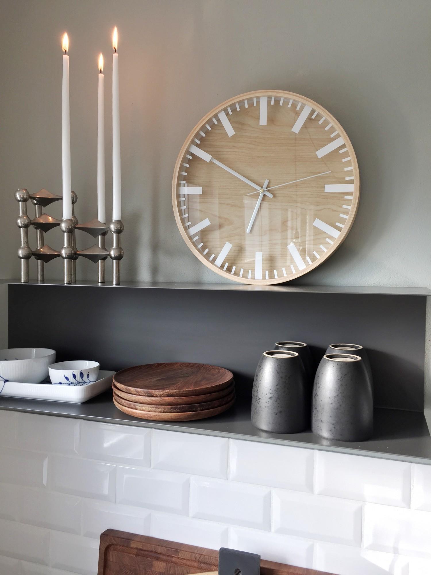 Krog i køkkenet med hylde og interiør