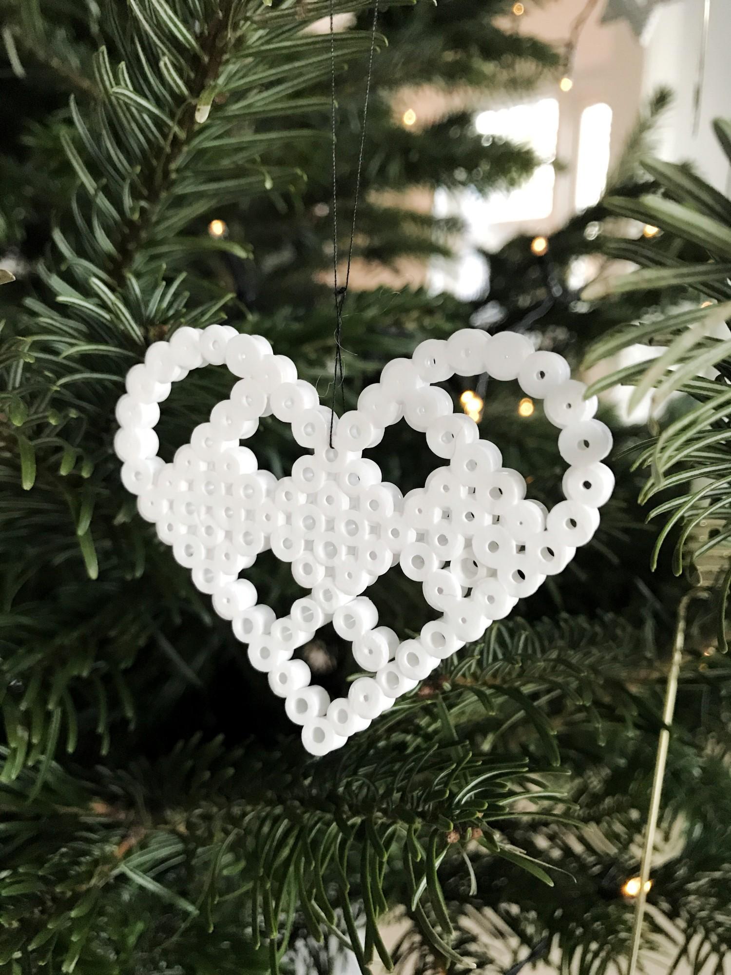 Hjerteformet perleplade ophæng på juletræet