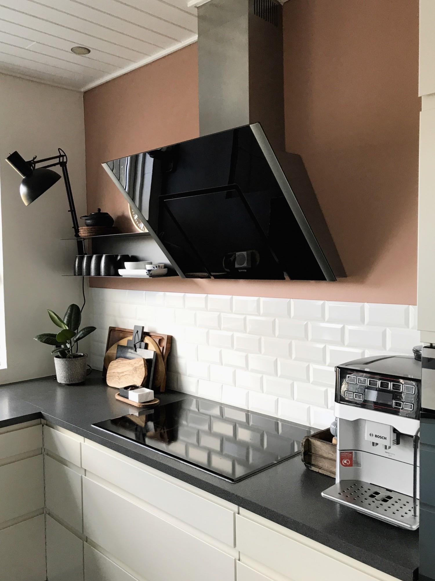 Malet køkkenet for 6. gang