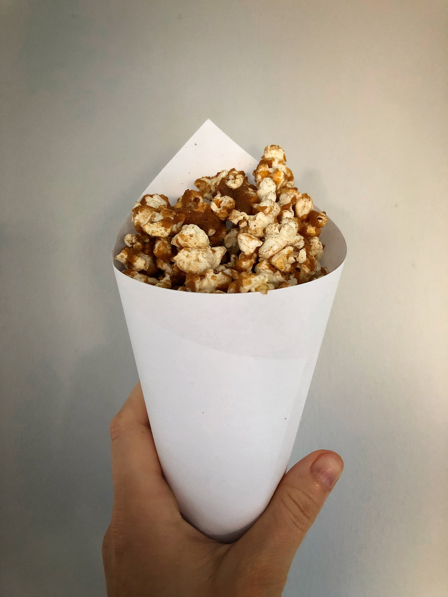 Popcorn med saltkaramel og lakrids