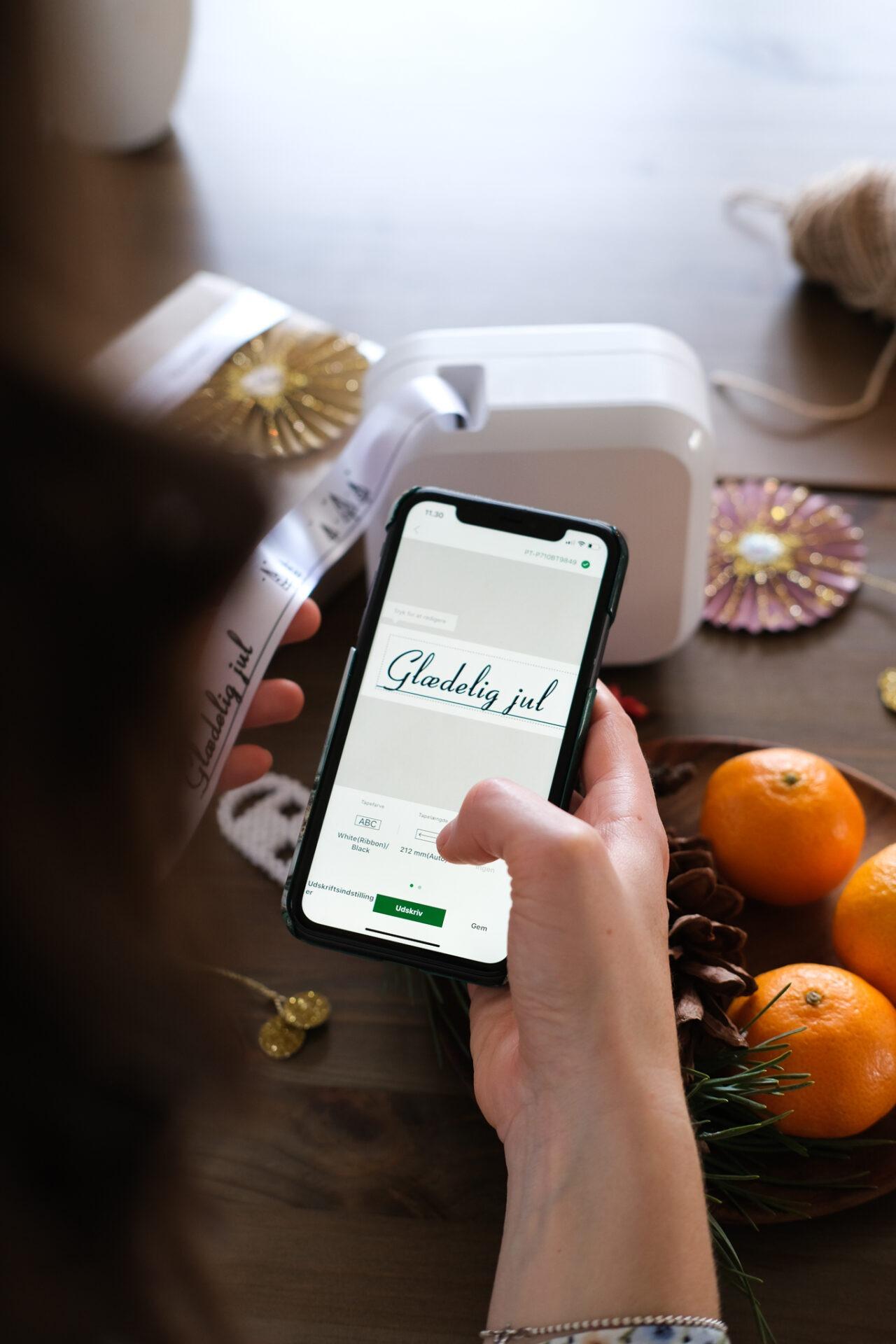 Brug app'en til den personlige hilsen på satinbånd