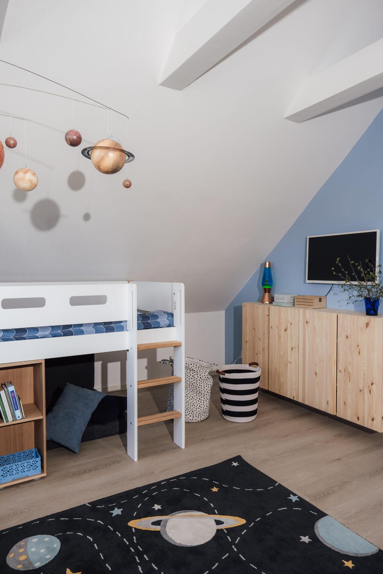 Maltes værelse er indrettet med Flexa møbler